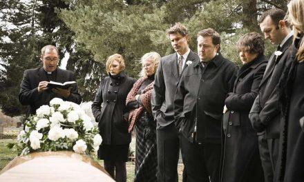¿Cómo actuar en un funeral y qué frases nunca debes decir?